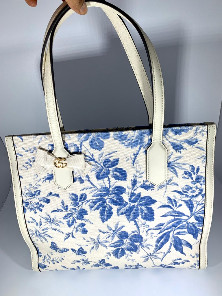Gucci Flora Whites Canvas Leather Trim Navy Blue With Flowers  Tote Handbag  For Sale 7