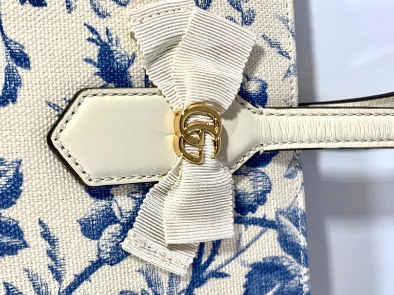 Gucci Flora Whites Canvas Leather Trim Navy Blue With Flowers  Tote Handbag  For Sale 3