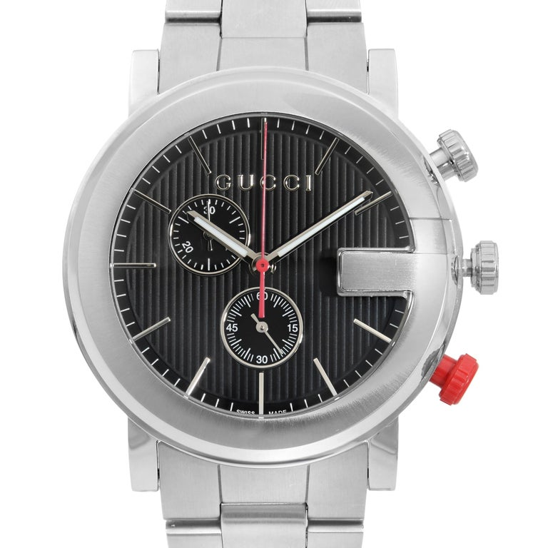 This display model Gucci G-Gucci YA101361  is a beautiful men's timepiece that is powered by quartz (battery) movement which is cased in a stainless steel case. It has a round shape face,  dial and has hand sticks style markers. It is completed with