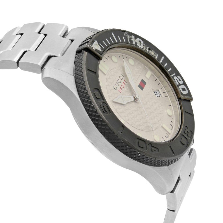 Gucci G-Timeless Silver Checkered Dial Steel Plastic Men's Quartz Watch YA126250 In Good Condition For Sale In New York, NY