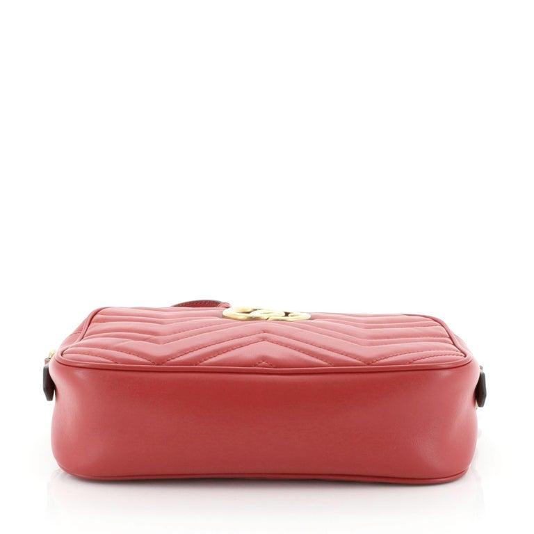 Women's or Men's Gucci GG Marmont Shoulder Bag For Sale