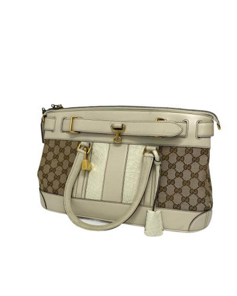 Gucci GG Supreme bag in Supreme Fabric and White Leather Trim In Good Condition For Sale In Torre Del Greco, IT