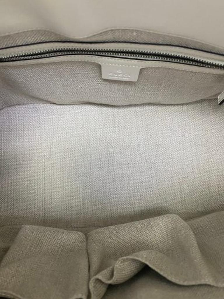 Gucci GG Supreme bag in Supreme Fabric and White Leather Trim For Sale 4