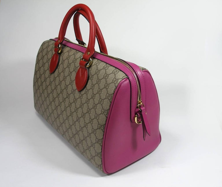 Magnifique Gucci Bag Rare color / multicolour BEIGE / PINK / RED Canvas print with pink leather trim and sides Red top handles Adjustable removable long Strap Hardware: Goldtone Origine : italie Collection Edition Limited 2016  Code date inside (