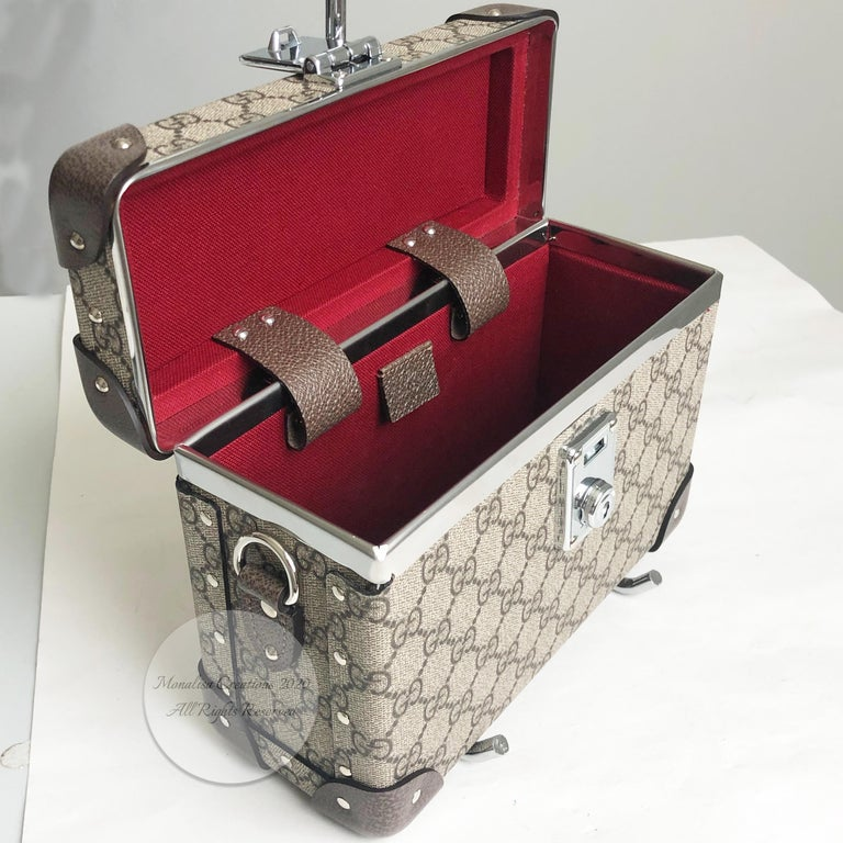 Gucci Globetrotter GG Beauty Case F/W 2018 Runway Collection For Sale 8