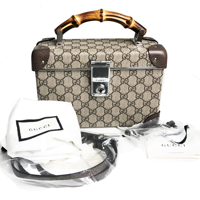 New with tag Gucci Globetrotter GG Beauty Case with bamboo handle, from the fall/winter 2018 runway collection.  This was a special collaboration between Gucci & luxe travel brand Globetrotter & made in England. Beige/Ebony Gucci Supreme canvas,