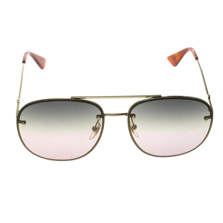 Styled to eloquently express your personal style, these Gucci sunglasses come in a gold metal and green frame with the GG logo detailed on the temples. While its design will make you stand out, the gradient lenses will provide sufficient