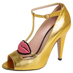 Gucci Gold Leather Molina Lips Embroidered T Strap Pumps Size 35.5