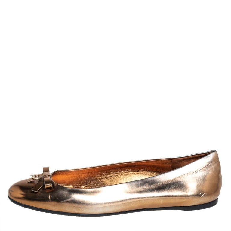Style and comfort come together in these stunning Gucci ballet flats. They have been skillfully crafted from leather in a gold shade and feature bow ties on the uppers. These flats are lined with smooth leather.  Includes: Original Box, Original
