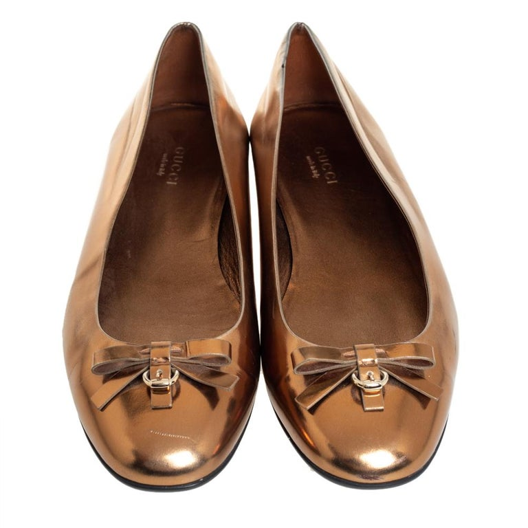 Gucci Gold Leather Slip on Bow Ballet Flats Size 39 In Good Condition For Sale In Dubai, Al Qouz 2