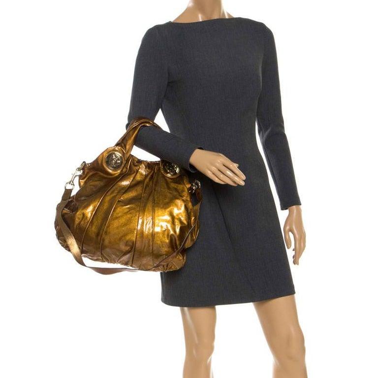 Gucci Gold Patent Leather Large Hysteria Hobo In Good Condition For Sale In Dubai, Al Qouz 2