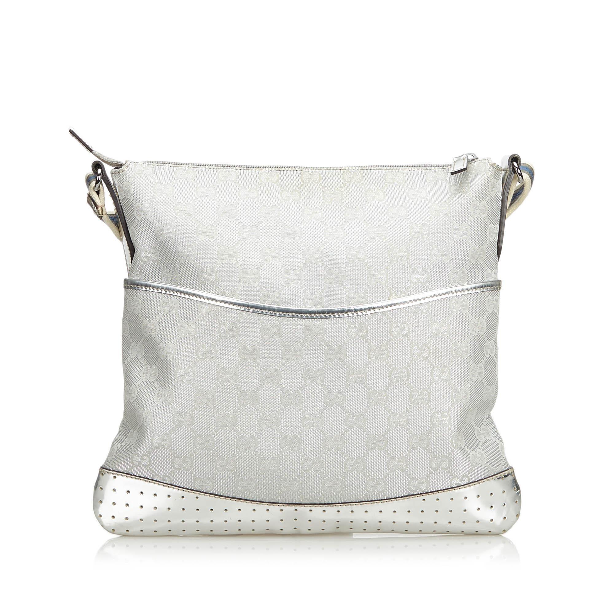 f52530fc986 Gucci Gray GG Supreme Shoulder Bag For Sale at 1stdibs