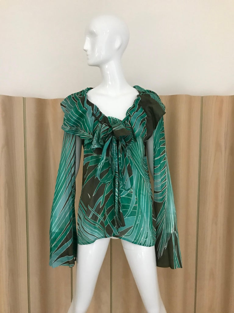 Gucci by Tom Ford Green , brown and white Leaf print cotton long sleeve blouse with adjustable neckline. Size: Large  Bust: 38 inches/ Waist: 38 inches/ Hip: 44 inches/ Blouse length: 27 inches/ sleeve: 28 inches The sleeve has an 11 inches cut out.