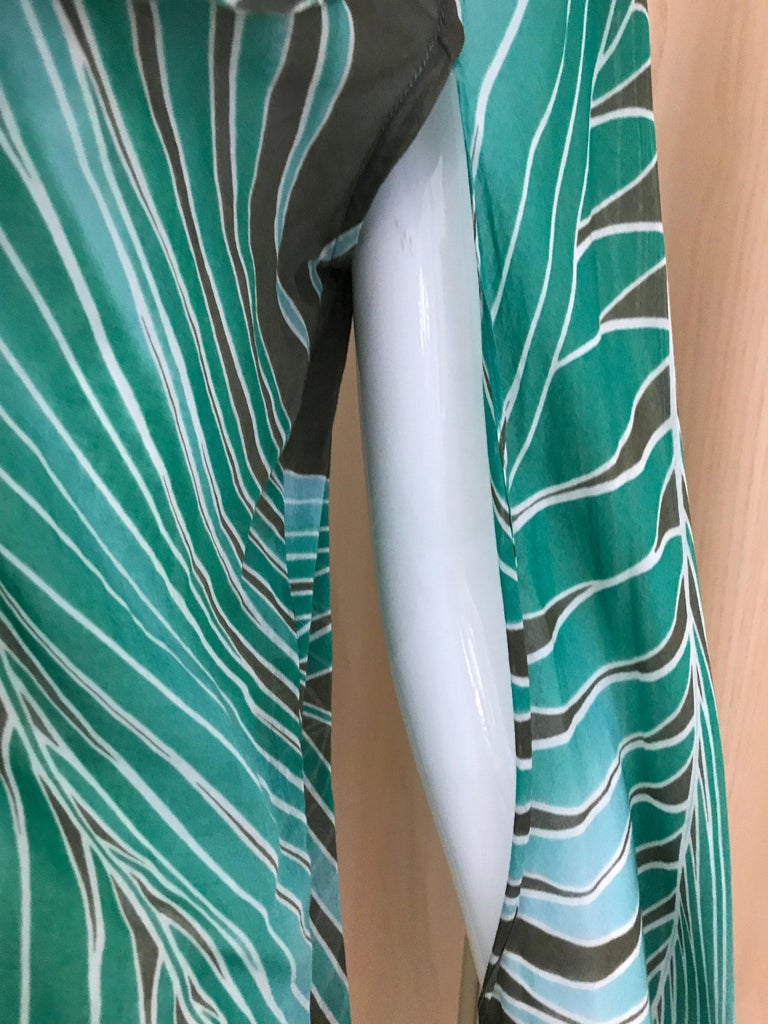 Gucci Green Cotton Leaf Print Long Sleeve Blouse In Good Condition For Sale In Beverly Hills, CA