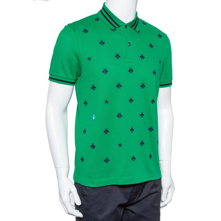 This Polo T-shirt from Gucci offers an amazing fit! It is made of a cotton blend and features striped collars and short sleeves. It has been designed with embroidered bee details on the front and will look best with casual jeans and sneakers.
