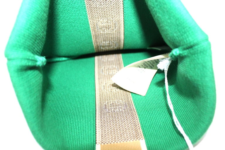 Gucci hat, made of 85% cotton and 15% polyester, green color. Size M. Diameter 19. The product is new, still with a tag.  Dimension: 19 cm