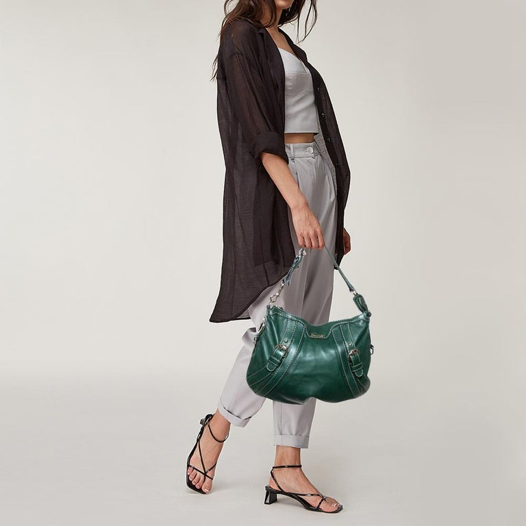 Sewn beautifully, this Boule hobo from Gucci has a classic charm. It is crafted from green leather and styled with one handle, two buckled straps, and a fabric interior with enough space to fit your essentials in. Complete with crest details, this
