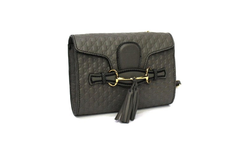 Clutch bag signed Gucci Emily line made of gray guccissima leather with golden hardware.  Interlocking flap closure, internally capacious for the essentials.  Leather shoulder strap and chain for comfortable wearing.  Excellent condition, equipped