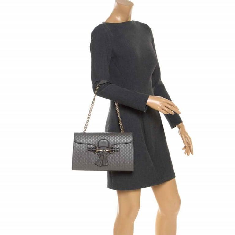 Gucci Grey Microguccissima Leather Medium Emily Chain Shoulder Bag In New Condition For Sale In Dubai, Al Qouz 2