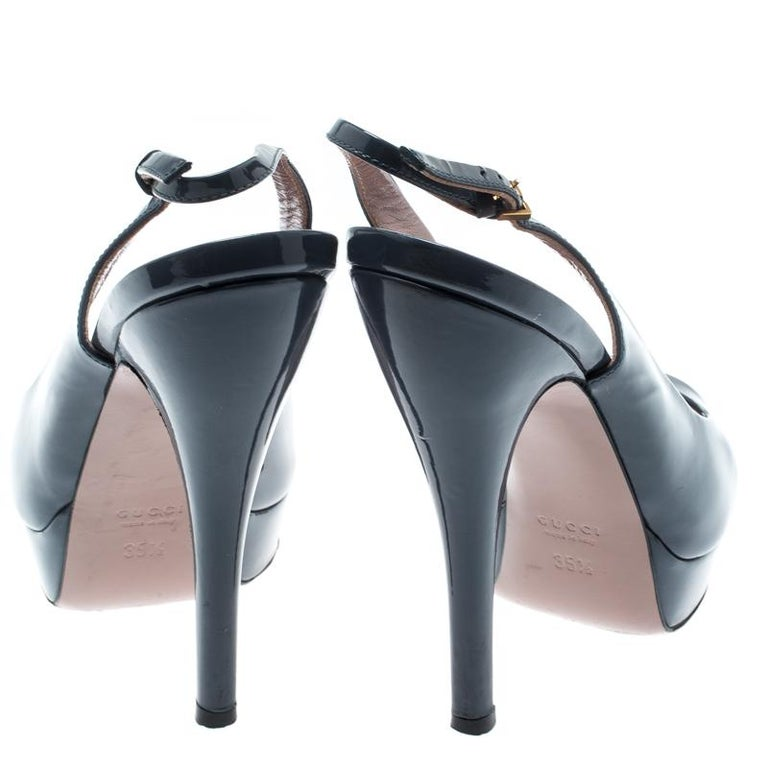 Black Gucci Grey Patent Leather Peep Toe Slingback Sandals Size 35.5 For Sale