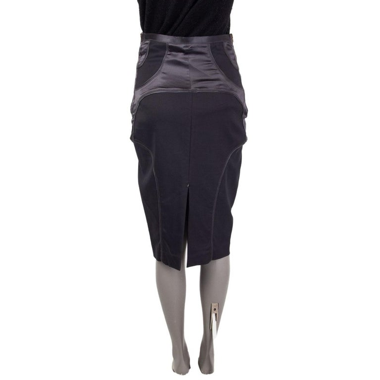 Black GUCCI grey SATIN PANELED PENCIL Skirt 42 M For Sale