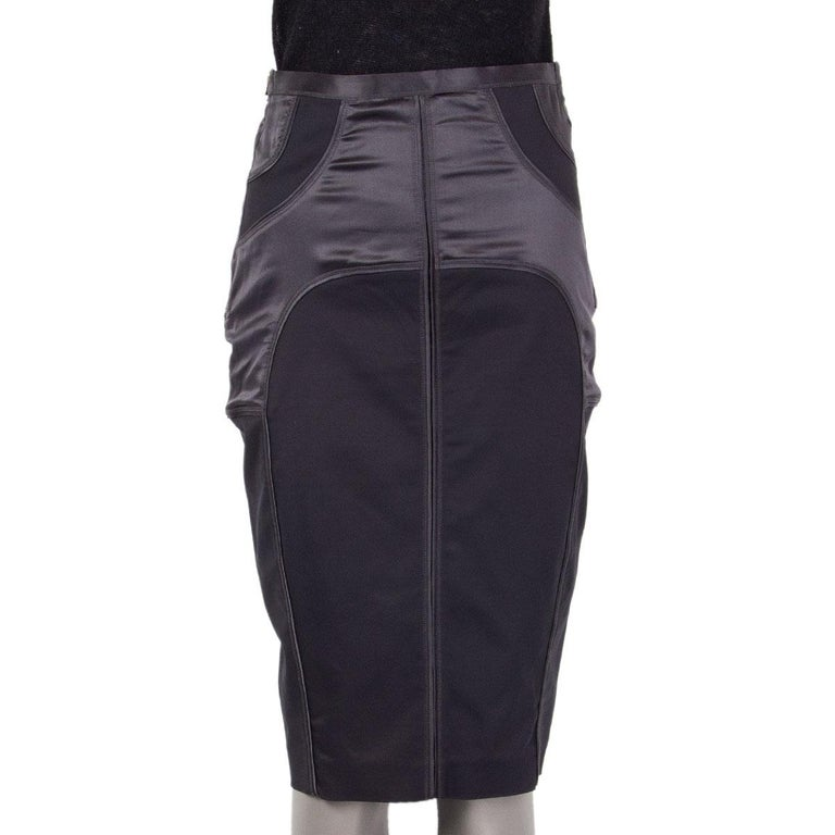 GUCCI grey SATIN PANELED PENCIL Skirt 42 M In Excellent Condition For Sale In Zürich, CH