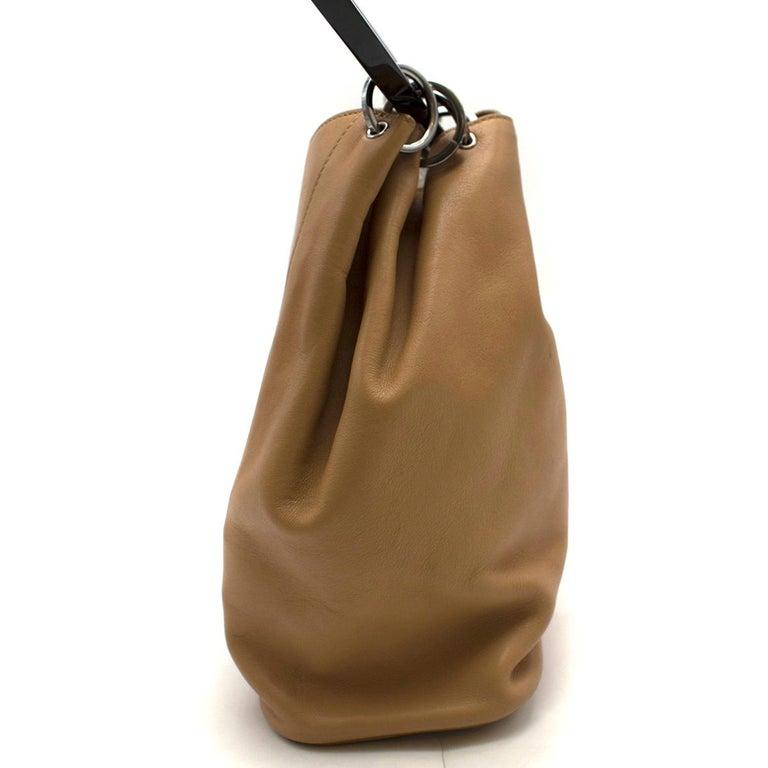 Brown Gucci hoop-handle leather bucket bag For Sale