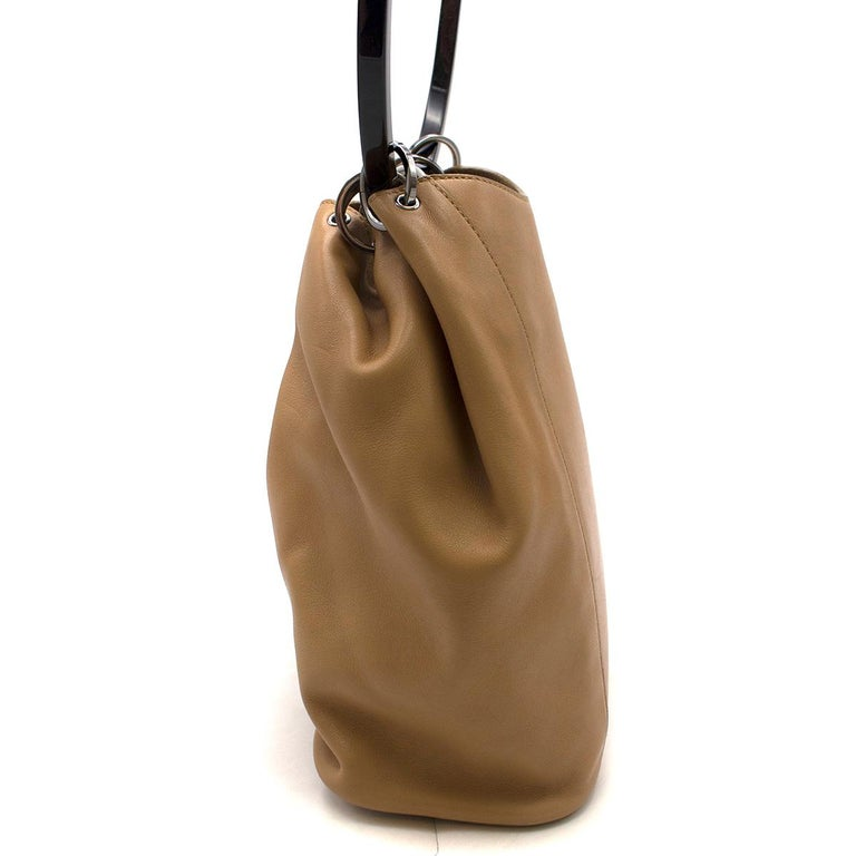 Gucci hoop-handle leather bucket bag In Good Condition For Sale In London, GB