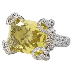 Gucci Horsebit Collection Ring in 18 Karat White Gold with Lemon Quartz Center