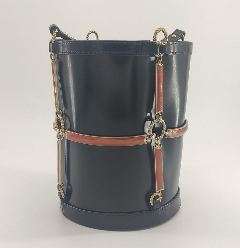- Designer: GUCCI - Model: Horsebit - Condition: Never worn.  - Accessories: Dustbag, Box - Measurements: Width: 18cm, Height: 22.5cm, Depth: 17cm, Strap: 96cm - Exterior Material: Leather - Exterior Color: Black - Interior Material: Cloth -