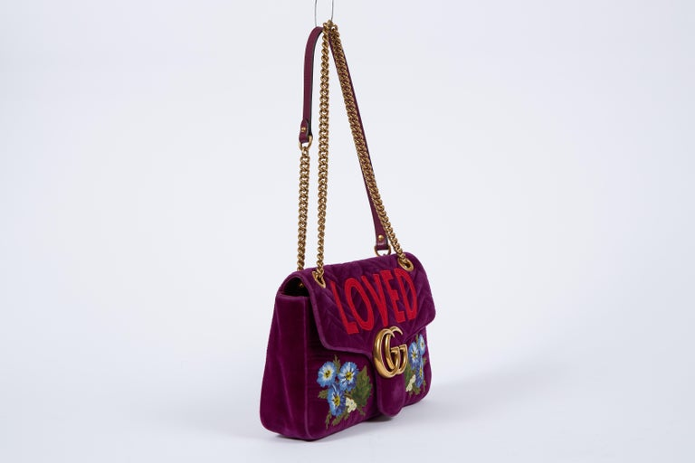 Gucci collectible LOVED marmot large handbag in purple velvet and gold tone hardware. Shoulder strap 22