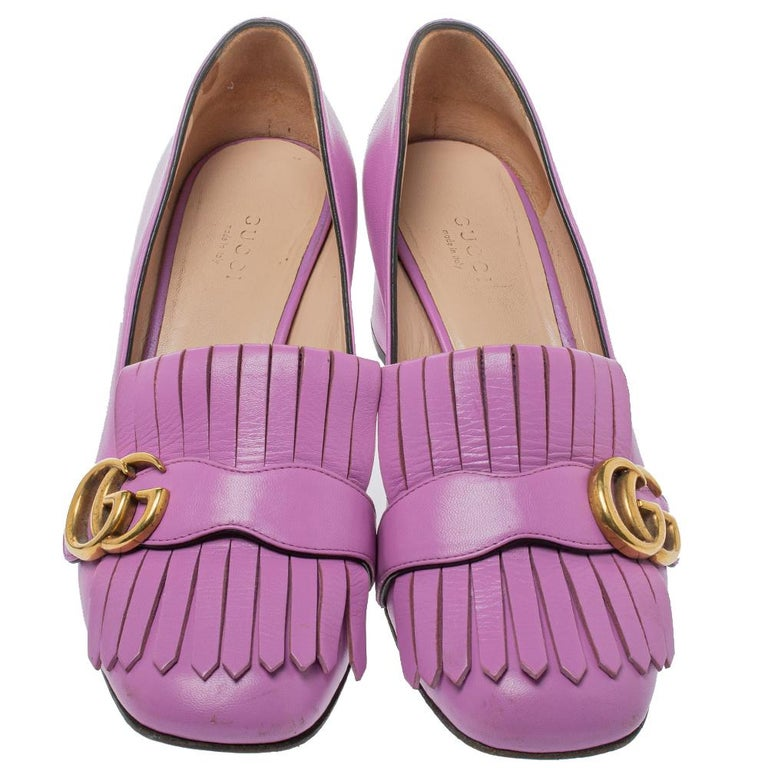 This pair of loafer pumps by Gucci is a buy to wear and treasure. The lavender pumps have been crafted from leather and styled with folded fringes and the brand's signature GG on the vamps. Square toes and a set of block heels complete the pair.