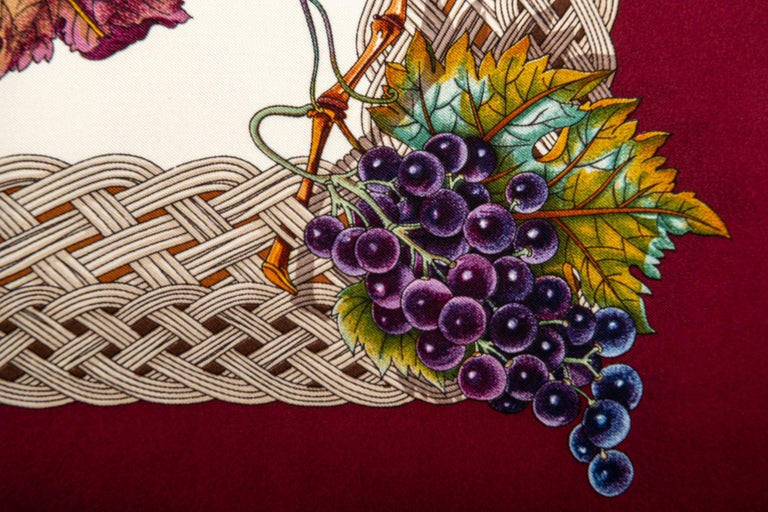 Beige Gucci Leaves And Grapes Silk Scarf For Sale