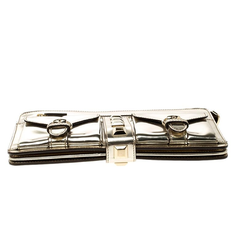 Gucci Light Gold Patent Leather Studded Evening Wristlet For Sale 1