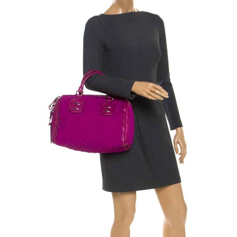 Gucci Magenta Guccissima Neoprene and Leather Medium Techno Tag Boston Bag In Good Condition For Sale In Dubai, Al Qouz 2