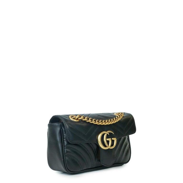 - Designer: GUCCI - Model: Marmont - Condition: Very good condition.  - Accessories: None - Measurements: Width: 22cm, Height: 13cm, Depth: 6cm, Strap: 130cm - Exterior Material: Leather - Exterior Color: Black - Interior Material: Suede - Interior