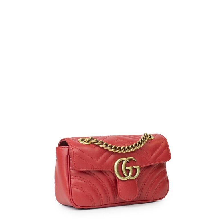 - Designer: GUCCI - Model: Marmont - Condition: Very good condition.  - Accessories: None - Measurements: Width: 22cm, Height: 13cm, Depth: 6cm, Strap: 130cm - Exterior Material: Leather - Exterior Color: Red - Interior Material: Suede - Interior