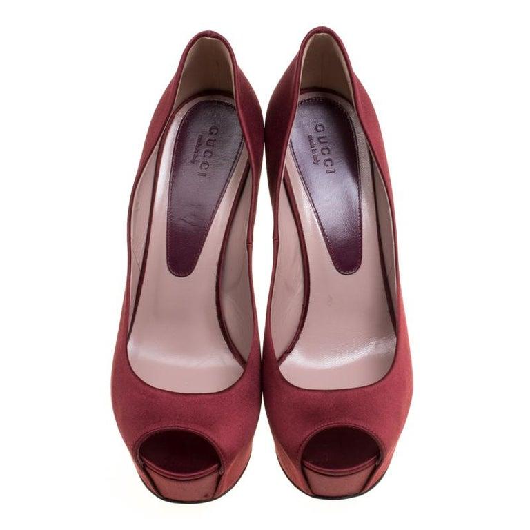 Brown Gucci Maroon Satin Lili Peep Toe Platform Pumps Size 38 For Sale