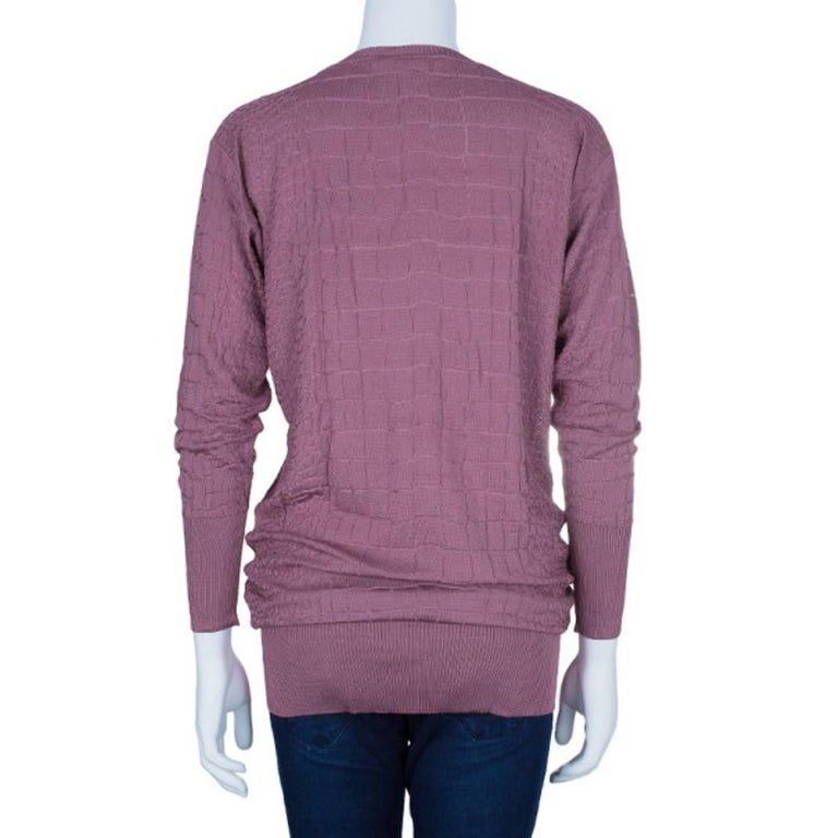 This very feminine and ultra posh top from Gucci is sure to allure the on-lookers. Made from pure viscose, this long textured top features a slight boat neck and ribbing at the neck, cuffs and hem.The stylish baggy layer at the bottom adds to the