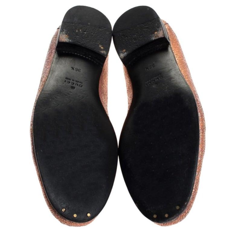 Gucci Metallic Bronze Textured Leather Horsebit Slip On Loafers Size 36.5 In Good Condition For Sale In Dubai, Al Qouz 2