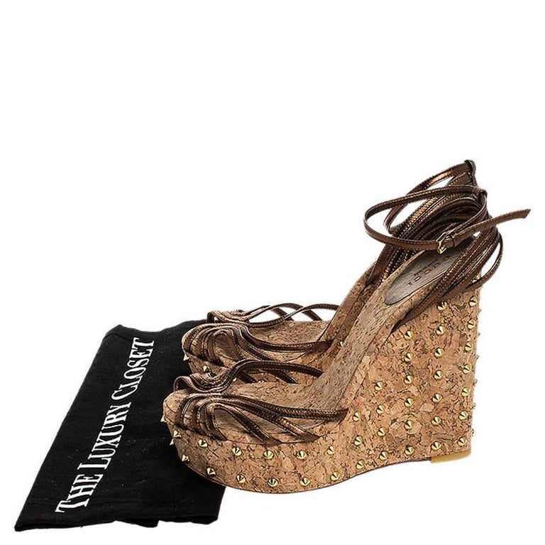 Gucci Metallic Brown Leather Studded Cork Wedge Platform Sandals Size 38 For Sale 4