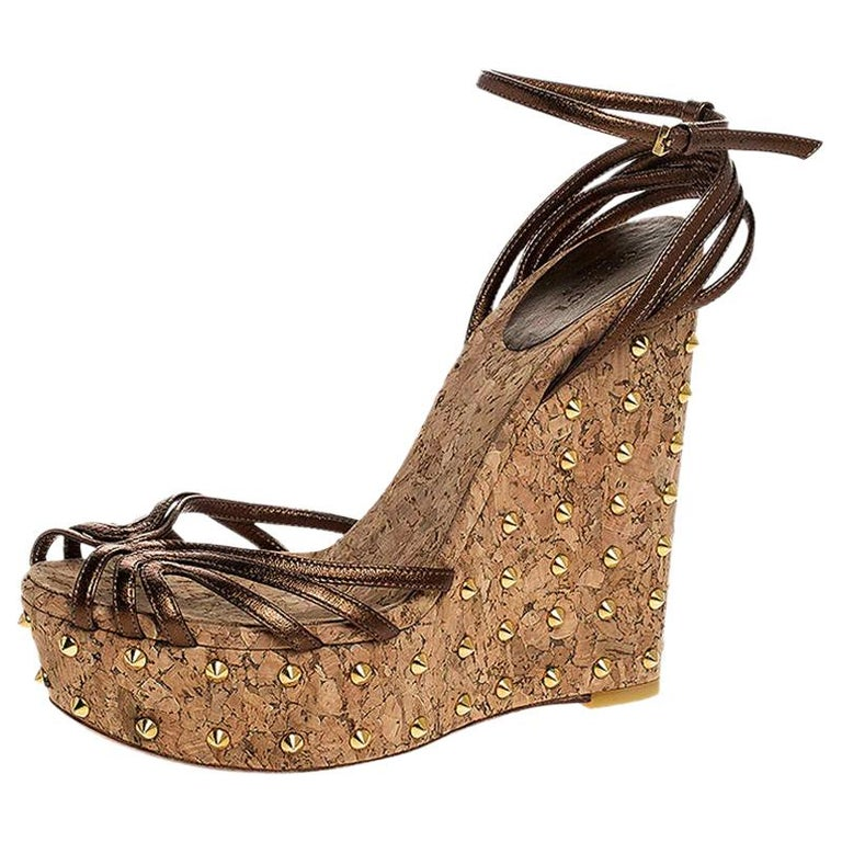 Gucci Metallic Brown Leather Studded Cork Wedge Platform Sandals Size 38 For Sale