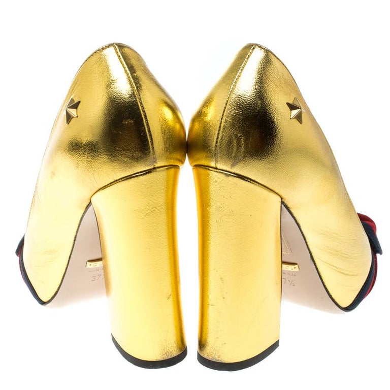 387ba7213f2 Gucci Metallic Gold Leather Web Bow Detail Pumps Size 37.5 In Good  Condition For Sale In