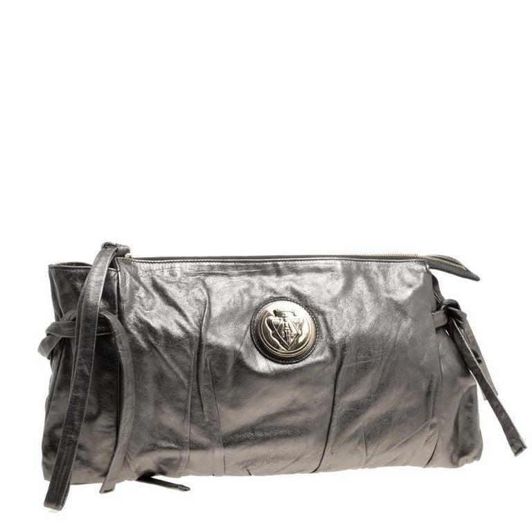 Gucci Metallic Grey Leather Large Hysteria Clutch In Good Condition For Sale In Dubai, Al Qouz 2