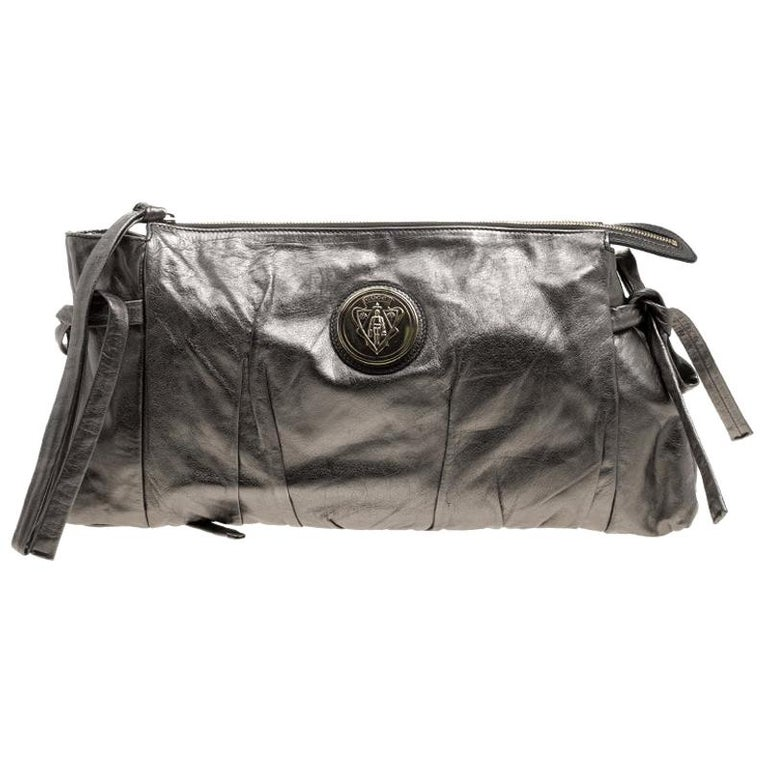 Gucci Metallic Grey Leather Large Hysteria Clutch For Sale