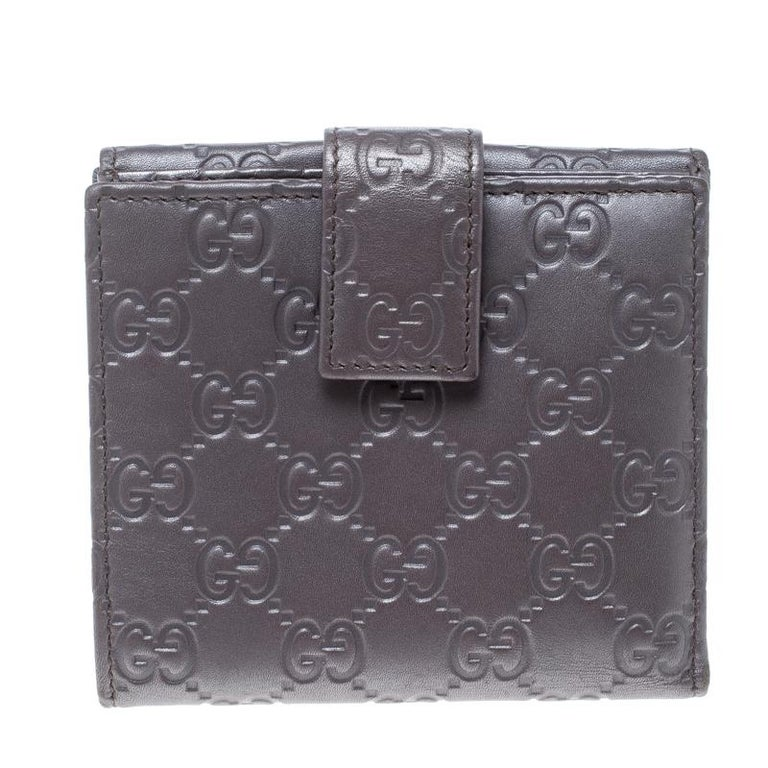 13bcaeed1299 Gucci Metallic Lilac Guccissima Leather Heart Interlocking GG French Wallet  For Sale. Now here's a wallet that is both stylish and functional.