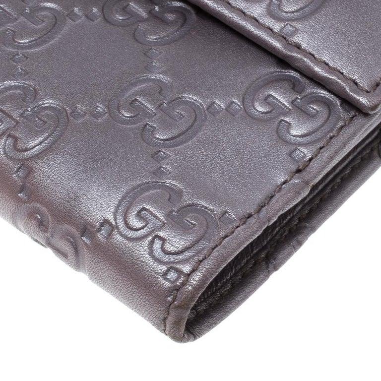 d705e77e1e1a Gucci Metallic Lilac Guccissima Leather Heart Interlocking GG French Wallet  In Good Condition For Sale In