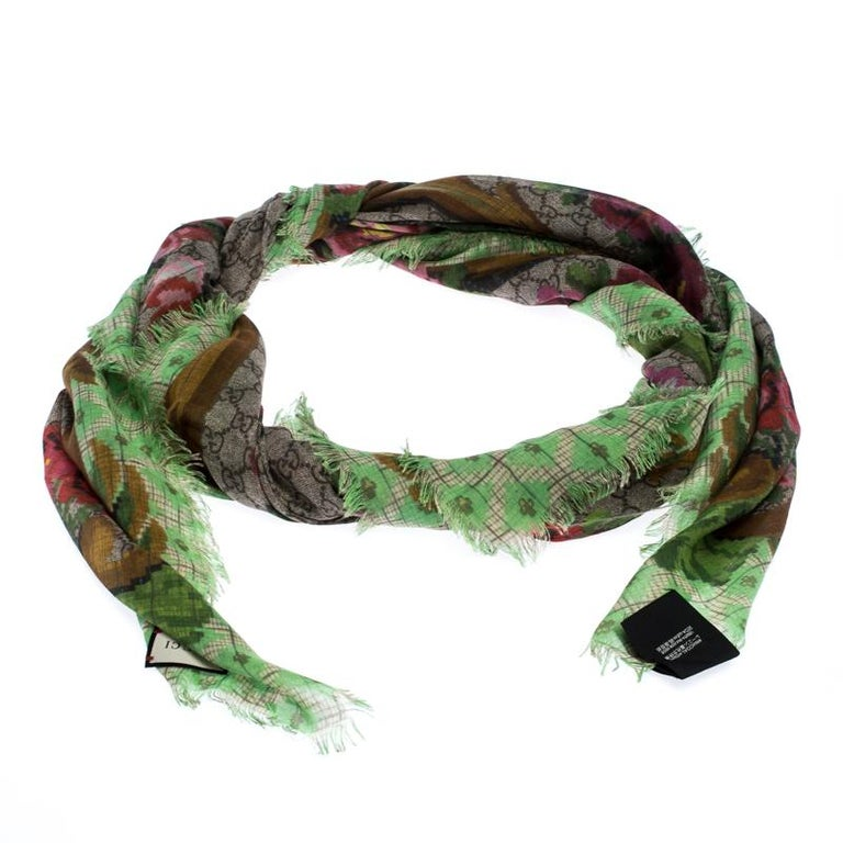 The perfect option for daily use, this scarf from Gucci is a smart investment. Made from quality materials and cut to perfection, this scarf is a classic example of the elegance that Gucci delivers. The fringed edges and lively prints add to your