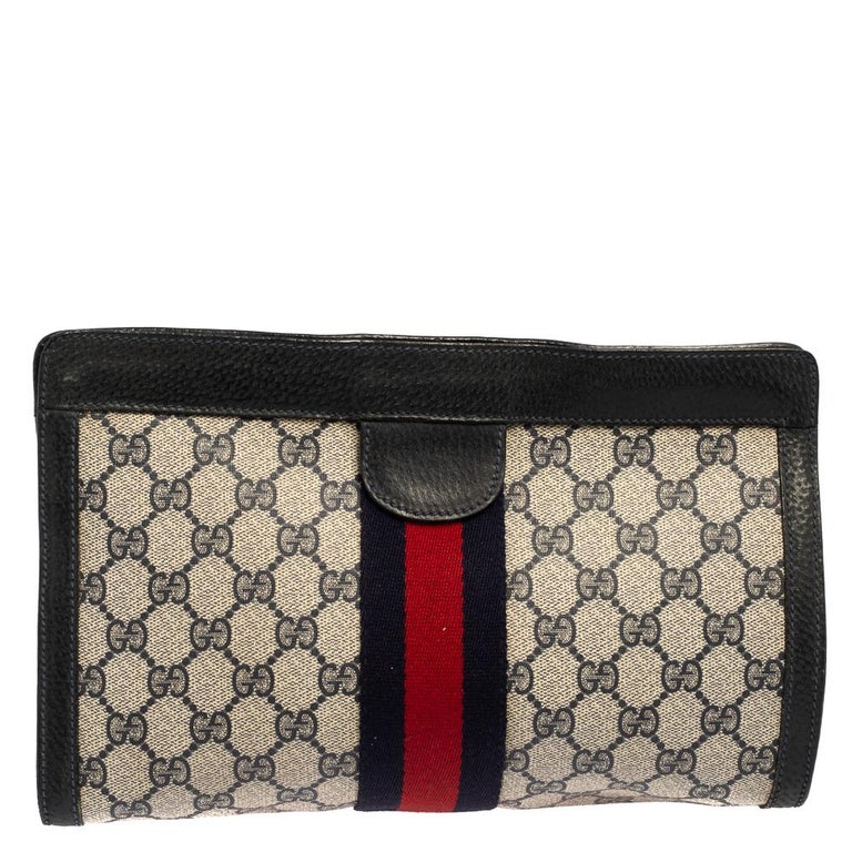 Gucci Navy Blue GG Canvas and Leather Vintage Web Clutch In Good Condition For Sale In Dubai, Al Qouz 2