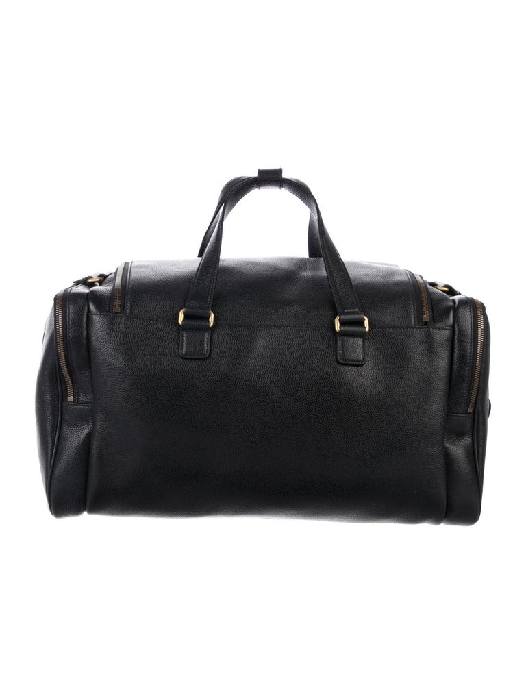 Gucci NEW Black Leather Logo Gold Duffle Weekender Tote Top Handle Satchel Bag In New Condition In Chicago, IL